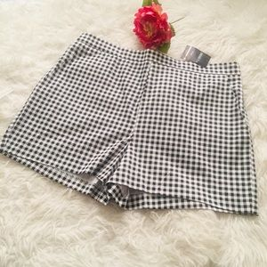 Forever 21  Plaid Shorts Size 1X.